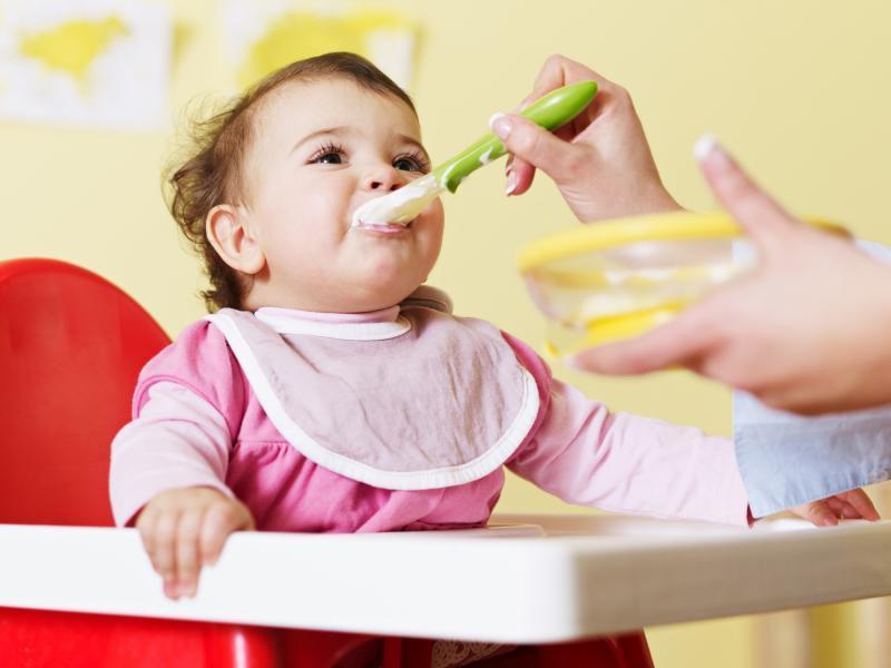 Cùng mẹ vào bếp chế biến bột ăn dặm cho bé 6 tháng tuổi đạt tiêu chuẩn